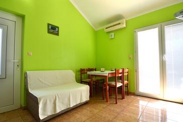 Rastići, Jadalnia u smještaju tipa apartment, dostupna klima i WIFI.