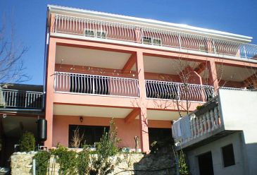 Property Stanići (Omiš) - Accommodation 2800 - Apartments with pebble beach.