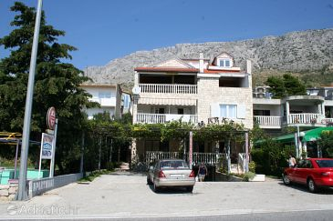 Property Stanići (Omiš) - Accommodation 2819 - Apartments with pebble beach.