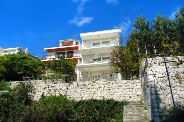 Property Pisak (Omiš) - Accommodation 2826 - Apartments near sea.