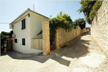 Property Supetar (Brač) - Accommodation 2836 - Apartments near sea with pebble beach.