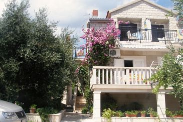 Property Bol (Brač) - Accommodation 2892 - Apartments with pebble beach.