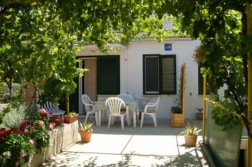 Property Komiža (Vis) - Accommodation 2916 - Apartments with pebble beach.