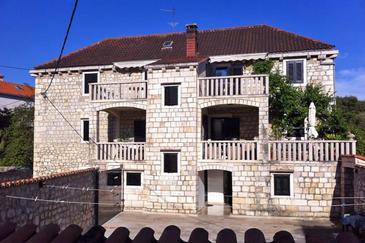 Obiekt Sutivan (Brač) - Zakwaterowanie 2946 - Apartamenty blisko morza ze żwirową plażą.