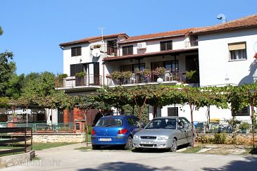 Property Banjole (Pula) - Accommodation 3002 - Apartments near sea with pebble beach.