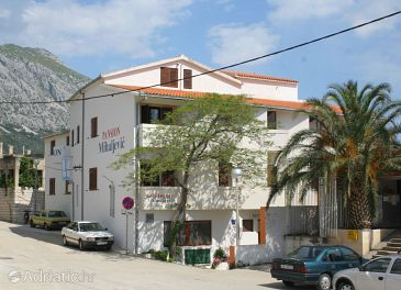Igrane, Makarska, Property 3056 - Apartments and Rooms blizu mora with pebble beach.