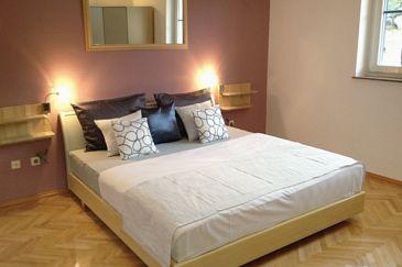 Tučepi, Bedroom u smještaju tipa room, dostupna klima i WIFI.