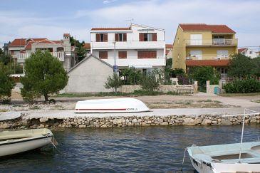 Obiekt Brodarica (Šibenik) - Zakwaterowanie 3092 - Apartamenty blisko morza ze żwirową plażą.