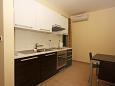 Tučepi, Kitchen u smještaju tipa apartment, WIFI.