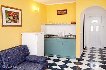 Petrčane, Kitchen u smještaju tipa studio-apartment, dopusteni kucni ljubimci i WIFI.