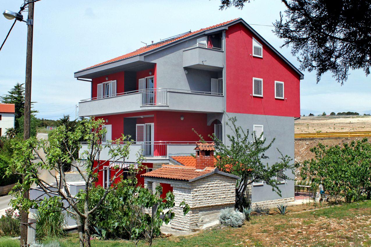 Apartmány s parkoviskom v meste Petrčane - 3283
