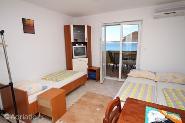 Apartment A-3316-d - Apartments Povljana (Pag) - 3316