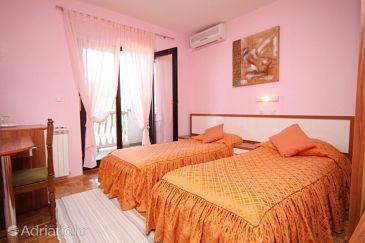 Seline, Bedroom u smještaju tipa room, dostupna klima, dopusteni kucni ljubimci i WIFI.