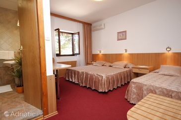 Room S-3335-a - Rooms Starigrad (Paklenica) - 3335