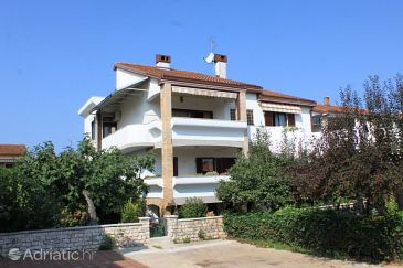 Property Umag (Umag) - Accommodation 3366 - Apartments with sandy beach.