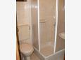 Stara Novalja, Bathroom u smještaju tipa apartment.