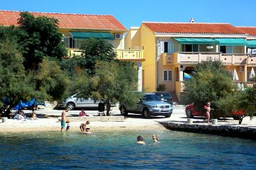 Property Kustići (Pag) - Accommodation 4088 - Apartments near sea with pebble beach.