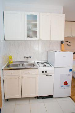 Novalja, Kitchen u smještaju tipa studio-apartment, dopusteni kucni ljubimci i WIFI.