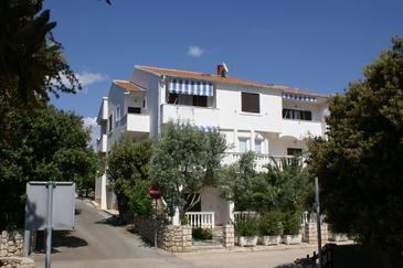 Obiekt Mandre (Pag) - Zakwaterowanie 4113 - Apartamenty ze żwirową plażą.
