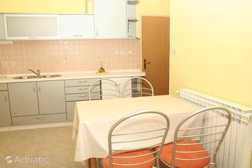 Ražine, Dining room u smještaju tipa apartment, dostupna klima, dopusteni kucni ljubimci i WIFI.
