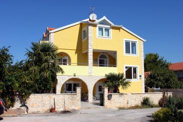 Obiekt Ražine (Šibenik) - Zakwaterowanie 4166 - Apartamenty ze żwirową plażą.