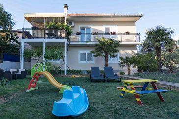Obiekt Vodice (Vodice) - Zakwaterowanie 4181 - Apartamenty ze żwirową plażą.