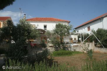 Property Brodarica (Šibenik) - Accommodation 4199 - Apartments near sea with pebble beach.