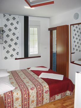 Room S-4216-a - Apartments and Rooms Primošten (Primošten) - 4216