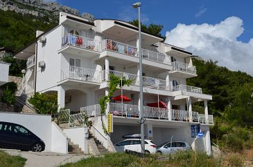 Pisak, Omiš, Property 4281 - Apartments with pebble beach.