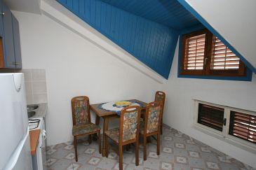 Biograd na Moru, Dining room u smještaju tipa apartment, dostupna klima.