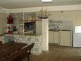 Brna, Korčula, Courtyard 4468 - Apartments blizu mora.