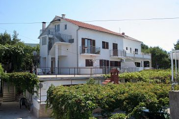 Property Jelsa (Hvar) - Accommodation 4589 - Apartments with sandy beach.