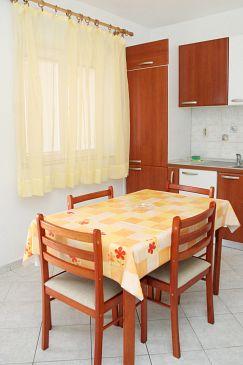 Sveta Nedilja, Dining room u smještaju tipa apartment, dostupna klima i WIFI.