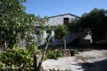 Property Sućuraj (Hvar) - Accommodation 4616 - Vacation Rentals near sea with rocky beach.