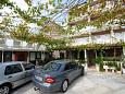 Parking lot Duće (Omiš) - Accommodation 4632 - Apartments and Rooms with sandy beach.
