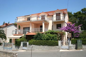 Property Vrboska (Hvar) - Accommodation 4634 - Apartments with rocky beach.