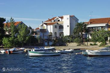 Property Brodarica (Šibenik) - Accommodation 464 - Apartments near sea with pebble beach.