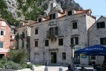 Property Omiš (Omiš) - Accommodation 4642 - Apartments with sandy beach.
