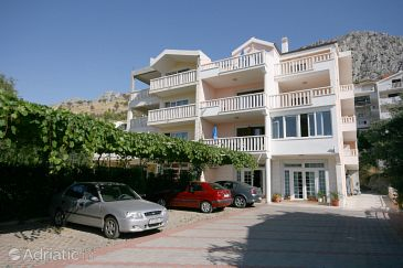 Property Duće (Omiš) - Accommodation 4650 - Apartments with sandy beach.