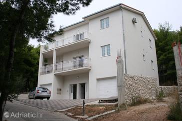 Duće, Omiš, Property 4664 - Apartments blizu mora with sandy beach.