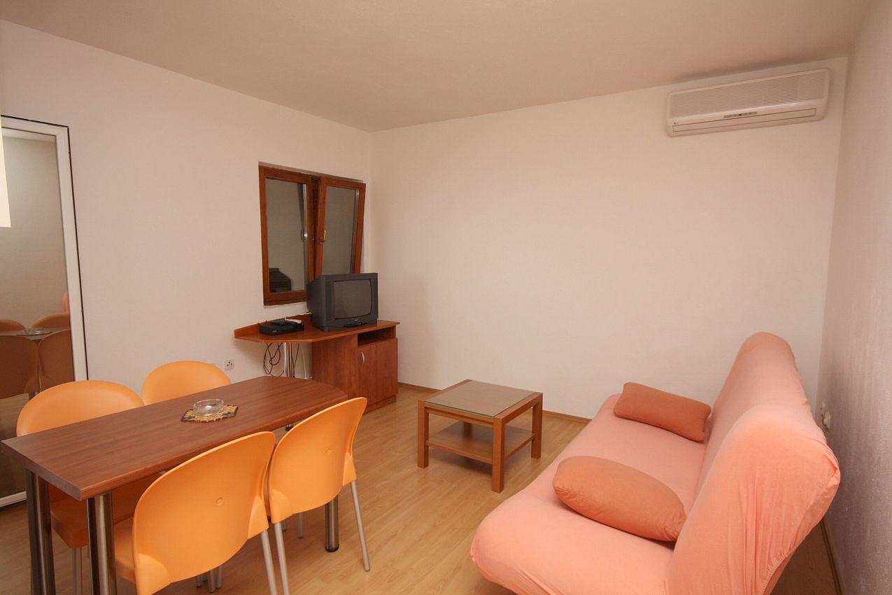 Apartmány s parkoviskom v meste Podgora - 4670