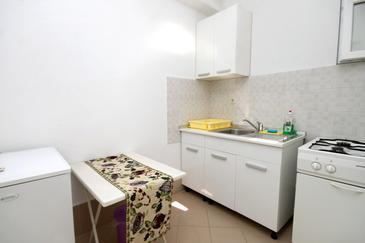 Podaca, Kitchen u smještaju tipa studio-apartment, WIFI.