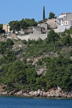 Property Nemira (Omiš) - Accommodation 4834 - Apartments near sea with pebble beach.