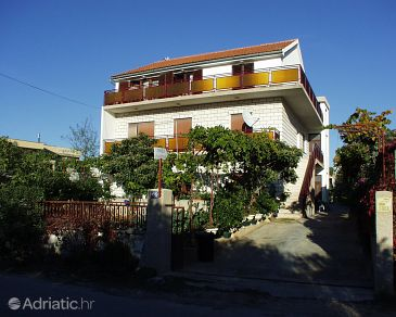Property Brodarica (Šibenik) - Accommodation 486 - Apartments near sea with pebble beach.