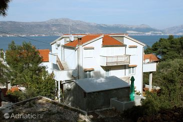 Property Slatine (Čiovo) - Accommodation 4871 - Apartments near sea with pebble beach.