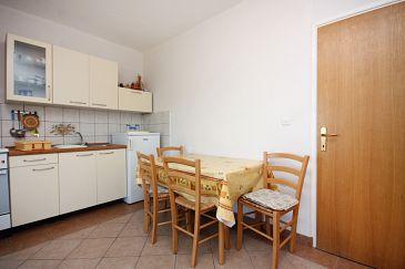 Supetarska Draga - Gonar, Jadalnia u smještaju tipa apartment, dostupna klima.