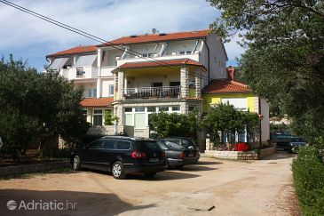 Property Banjol (Rab) - Accommodation 5047 - Rooms near sea with sandy beach.