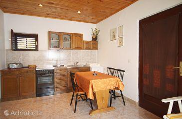 Stomorska, Dining room u smještaju tipa studio-apartment.