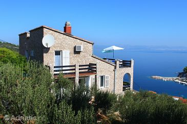 Property Stomorska (Šolta) - Accommodation 5167 - Apartments with pebble beach.