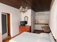 Makarska, Bedroom u smještaju tipa studio-apartment, dopusteni kucni ljubimci i WIFI.